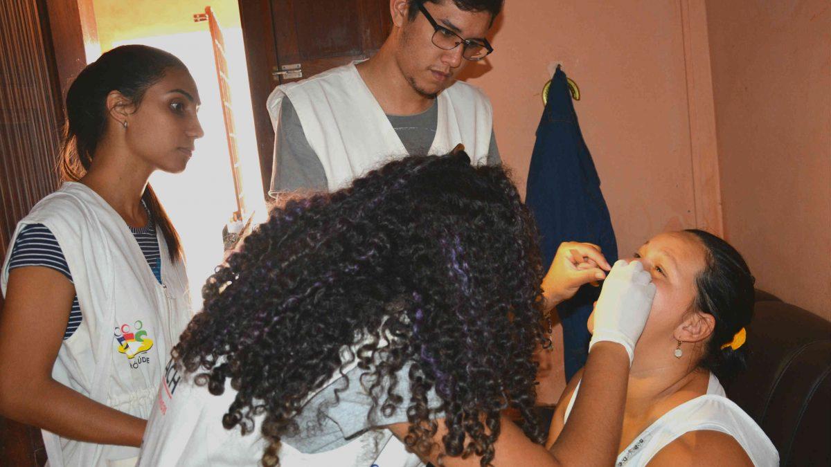 Alunos do Projeto Asa Branca durante ação em Caruaru
