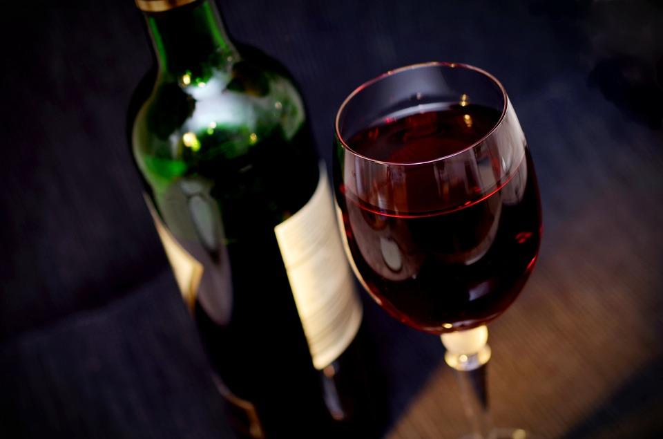 Curso de degustação de vinhos é oferecido na Asces-Unita